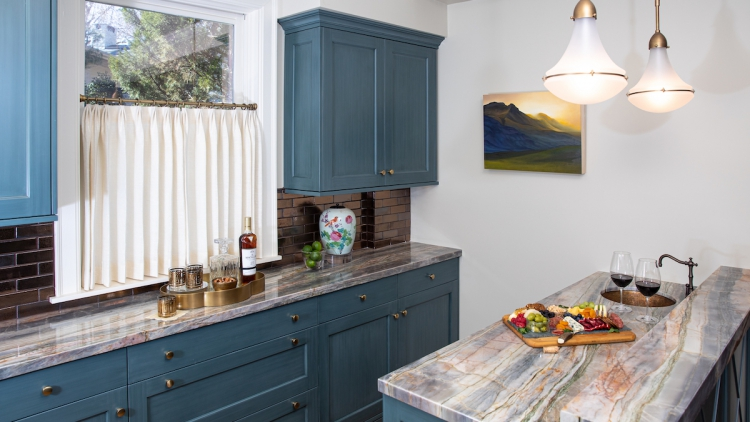 Stable wet bar